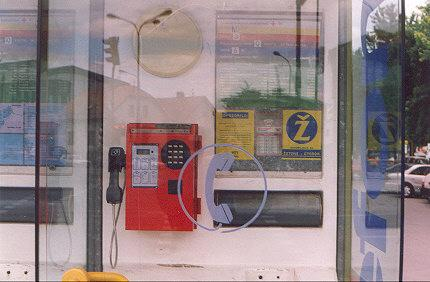 "The red phone exists in tonken-only version.  It's being replaced by the blue phone, which accepts chip-cards and tokens.</BR></BR><span class=""date-display-single"" property=""dc:date"" datatype=""xsd:dateTime"" content=""1998-09-04T00:00:00+00:00"">Sep 04, 1998</span>"