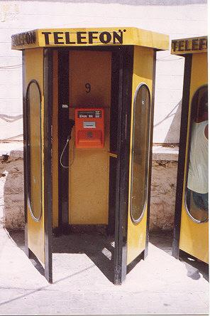 "Payphone accepts CARDS only.  Very similar to ones I've seen in Greece.</BR></BR><span class=""date-display-single"" property=""dc:date"" datatype=""xsd:dateTime"" content=""1993-08-02T00:00:00+00:00"">Aug 02, 1993</span>"